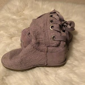 Soft lace back Uggs
